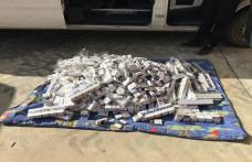 Ţigări de contrabandă, ascunse în pereţii laterali ai unui microbuz - FOTO