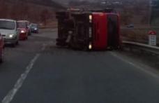 Circulație îngreunată pe drumul Dorohoi - Botoșani! Un camion s-a răsturnat pe contrasens