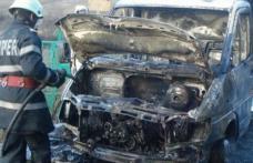 Autoutilitară cuprinsă de flăcări la Lozna. Pompierii dorohoieni au intervenit pentru stingere