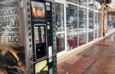 """Zilele automatelor stradale de cafea par numărate. """"Laptele e un fel de înălbitor!"""""""