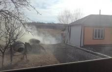 Incendiu puternic într-o gospodărie din Hudești. Patru tone de furaje mistuite de flăcări - FOTO