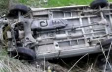 Cascadorie fără voie a unui şofer începător. S-a răsturnat cu maşina pe raza localităţii Manoleasa