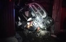 CASCADOR fără voie: Un şofer a ajuns cu mașina într-un gard – FOTO