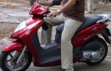 Minor fără permis de conducere depistat în trafic cu un motoscuter neînregistrat