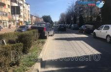 Accident pe Bulevardul Victoriei din Dorohoi! Mașină urcată pe scuar din neatenție – FOTO