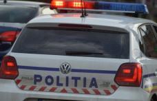 Băut şi fără permis, prins de poliţişti după ce a intrat cu maşina într-un gard