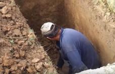 Caz uluitor în Iași: Un gropar a murit la sfârşitul unei slujbe de înmormântare, când astupa groapa altuia
