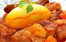 Tocană de vită și porc. Cu cartofi muiați în sos