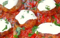 Pârjoale moldovenești în sos de roșii