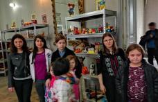 """Copiii Complexului de apartamente """"Floare de Colț"""" Dorohoi la expoziția de jucării - FOTO"""