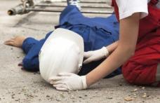 Accident de muncă în Botoșani. Un muncitor a căzut în gol de pe o schelă!