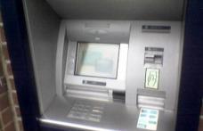 Doi dorohoieni arestați după ce au montat un dispozitiv pe un bancomat la Suceava