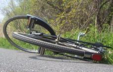 ACCIDENT: Un biciclist de 74 de ani a ajuns la spital după ce s-a dezechilibrat şi a căzut pe carosabil