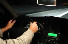 Minor beat, prins la volanul unei maşini furate după ce a avariat o mașină parcată