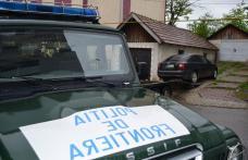 Mașină abandonată pe o stradă din Dorohoi la vederea polițiștilor. Vezi ce au descoperit în autoturism - FOTO