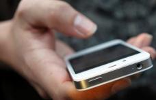 Un vlăjgan i-a smuls din mână telefonul unui bătrân de 70 de ani