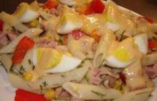 Salată de paste cu ouă