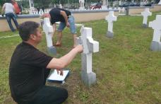 Voluntariat pentru eroi – Oficialitățile județului au participat la activități de înfrumusețare a Cimitirului Eroilor - FOTO