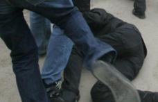 Un nou caz de violență între adolescenți. Un tânăr a ajuns la spital și altul la poliție