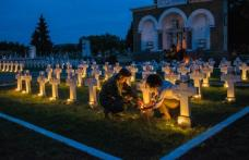 Candele aprinse în Cimitirul Eroilor - FOTO