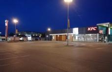 """Clienții KFC vor putea comanda direct din mașină! Restaurantul din Botoșani și-a deschis linia """"drive"""""""