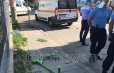 Accident la Dorohoi! Copil lovit de o mașină după ce a traversat strada pe trotinetă - FOTO