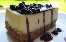 Cheesecake cu sos de afine