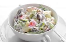 Salată cu mere waldorf