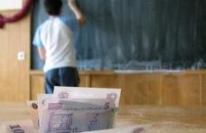 Măsură inedită în Educație: Guvernul vrea să-i plătească zilnic cu câte 10 lei pe elevii care nu chiulesc de la școală