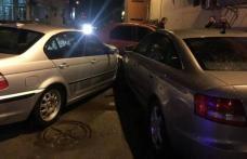 Un tânăr de 24 de ani care s-a urcat băut la volan s-a ales cu dosar penal după ce a lovit două mașini parcate