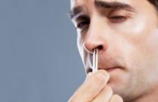 La ce pericole te expui când îţi smulgi părul din nas