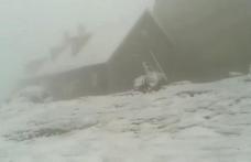 A venit iarna în Bucegi și Făgăraș! Viscol pe Vârful Omu. La Bâlea Lac, ninge cu tunete și fulgere