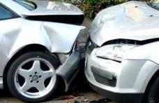 Accident în Darabani. Un șofer băut a pierdut controlul volanului şi s-a tamponat cu o maşină condusă regulamentar