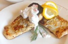Pește cu sos de hrean și roșii