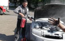 Omul potrivit, în locul potrivit. Cum a stins un pompier aflat în timpul liber incendiul izbucnit la o maşină – FOTO