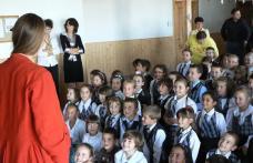 Zâmbet pentru copii adus din Anglia, la Școala Cornerstone Dorohoi - FOTO