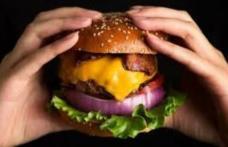 Caz șocant: Un tânăr a murit subit după ce a mâncat un hamburger