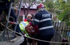 Misiune contra cronometru! Femeie scoasă dintr-o fântână adâncă de 12 de metri