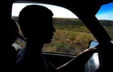 INCONŞTIENŢĂ. Un puşti de 16 ani a furat maşina părinţilor şi a provocat un accident
