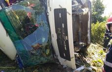 ACCIDENT! Camion încărcat cu bitum răsturnat între localitățile Stânca și Havârna - FOTO