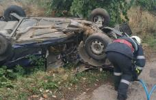Accident cu persoană încarcerată! Patru tineri s-au răsturnat cu mașina în comuna Viișoara – FOTO