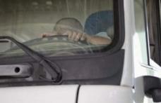 Un șofer român a fost găsit mort în cabina camionului său aflat într-o parcare din Italia
