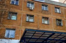 Un bărbat s-a aruncat în cap de la etajul al doilea al Spitalului Județean