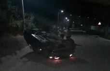 Tineri și neliniștiți: s-au răsturnat cu BMW-ul după care au părăsit locul accidentului