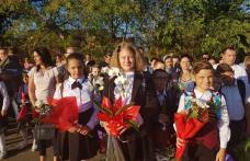 """Început de an școlar cu zâmbete și emoții la Școala Gimnazială """"Alexandru Ioan Cuza"""" Dorohoi - FOTO"""