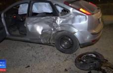 Doi tineri din Botoşani în stare gravă, după ce motocicleta pe care se aflau a lovit violent o maşină