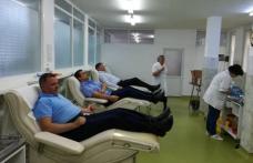 Prefectul alături de lucrători vamali și jandarmi au donat sânge - FOTO