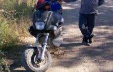 La plimbare pe moped cu numere false și fără permis de conducere