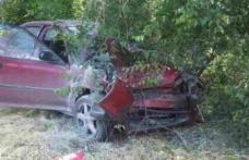ACCIDENT! A ajuns la spital după ce a intrat cu mașina într-un copac