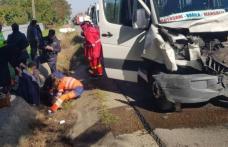 ACCIDENT GRAV! Șase răniți în urma impactului dintre un microbuz din Botoșani și un autoturism, în județul Bacău - FOTO